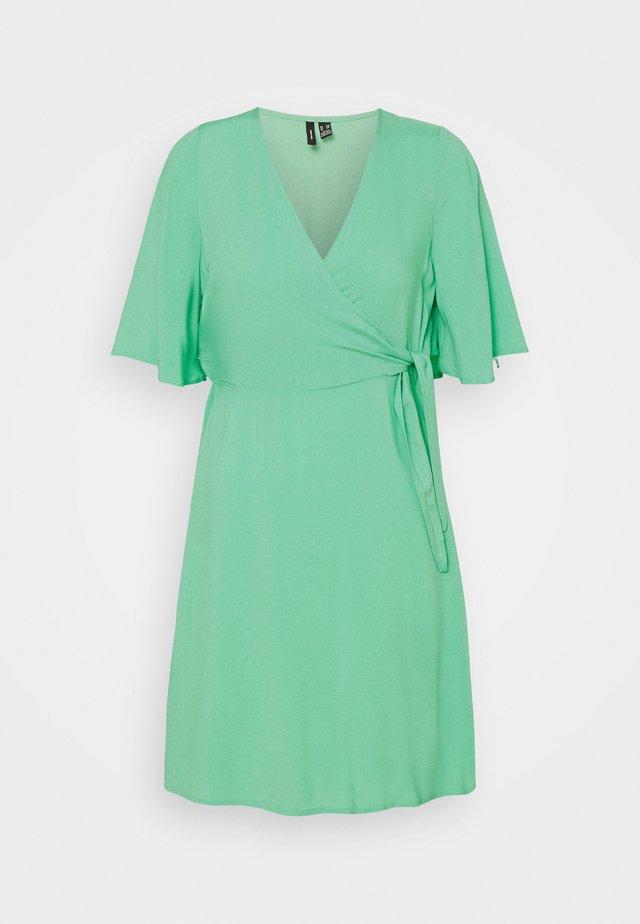 VMIBINA SHORT DRESS PETITE - Vestito estivo - jade cream