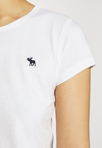 Abercrombie & Fitch - CREW NECK 3 PACK - Basic T-shirt - white/sky captain/grisaille - 6