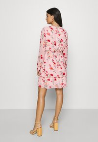 Pieces - PCFLOWI  DRESS - Robe d'été - peachskin - 2
