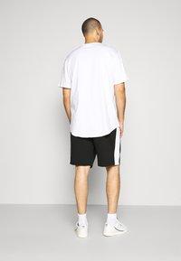 Lacoste - Pantalon de survêtement - noir/blanc - 2