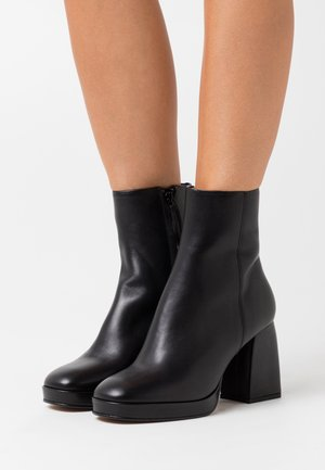 High heeled ankle boots - noir