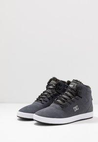 DC Shoes - CRISIS HIGH WNT - Zapatillas altas - charcoal grey - 2