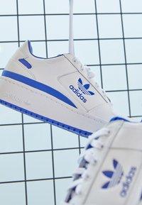 adidas Originals - FORUM BOLD - Trainers - footwear white/team royal blue - 2