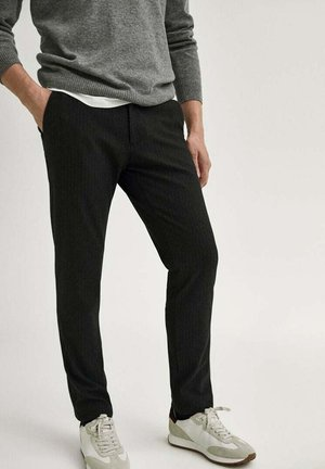 IM JOGGING-FIT MIT NADELSTREIFEN - Chino - dark grey