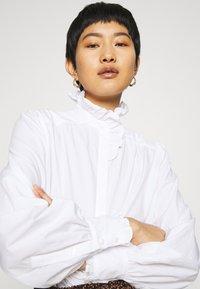 IVY & OAK - RUFFLE BLOUSE - Button-down blouse - bright white - 4