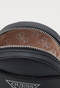 Guess - CIRCLE BAG - Taška spříčným popruhem - black - 2