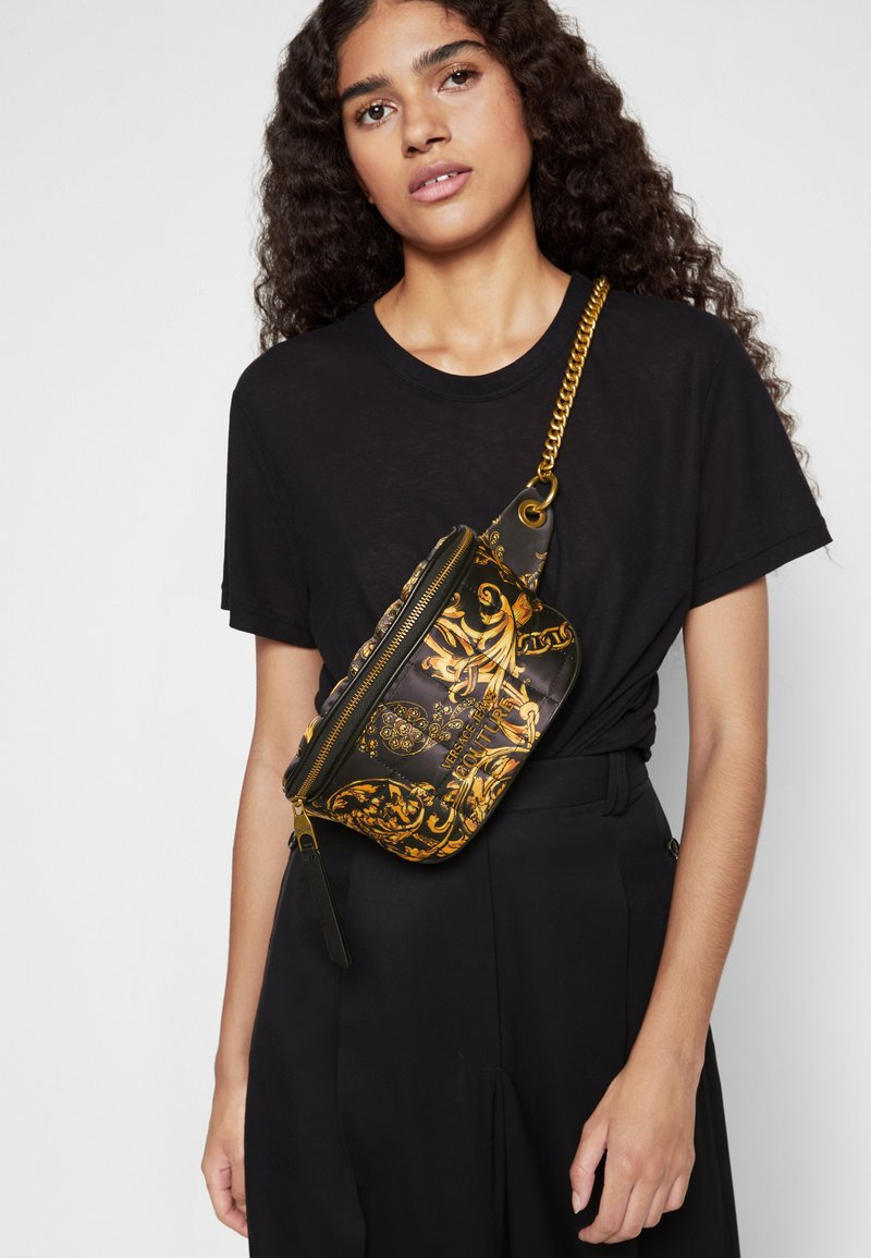 Versace Jeans Couture - QUILTED BELTBAG - Bum bag - nero/oro