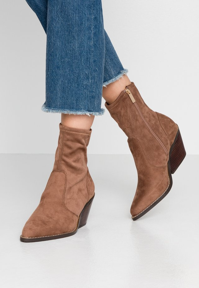 Classic ankle boots - mushroom