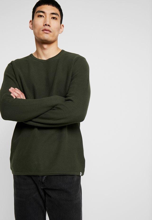 REISWOOD - Pullover - racing green