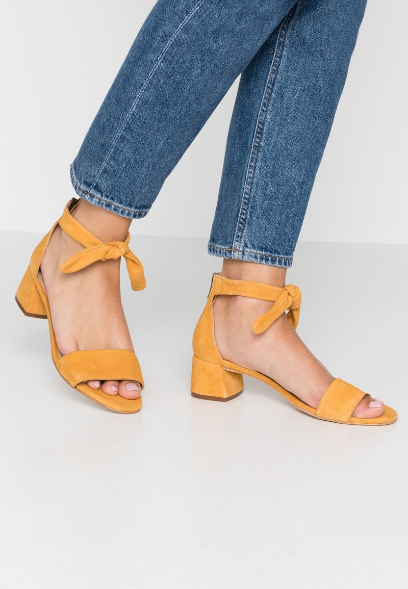 mint&berry wide fit - Sandals - yellow