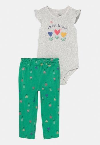 FLOWER SET - Print T-shirt - green