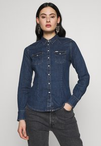 Wrangler - SLIM WESTERN SHIRT - Overhemdblouse - mid indigo - 0