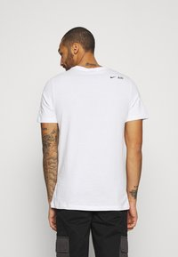 Nike Sportswear - TEE AIR - Camiseta estampada - white - 2