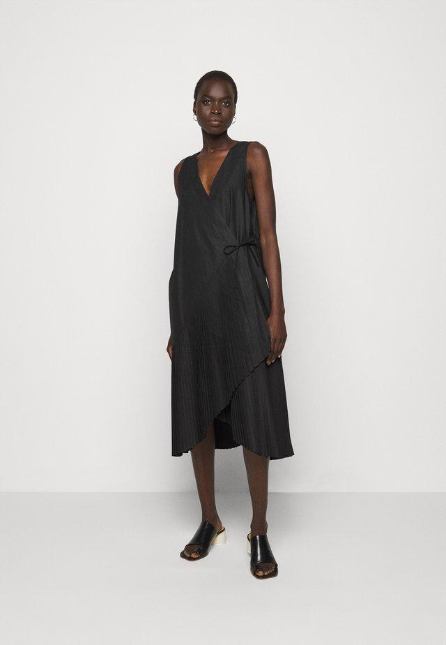 BLAZE DRESS PLISSÉ - Vestito estivo - black