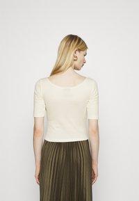 Nike Sportswear - SCOOP - Basic T-shirt - coconut milk/white - 2