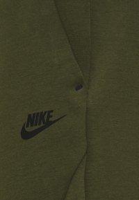 Nike Sportswear - M NSW TCH FLC JGGR - Träningsbyxor - rough green/black - 2