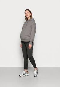 GAP Maternity - UNDERBELLY MIX - Teplákové kalhoty - true black - 1