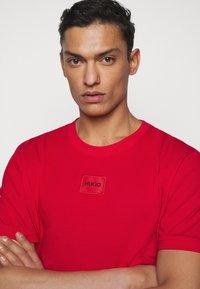 HUGO - DIRAGOLINO - Basic T-shirt - open pink - 3