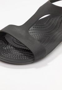 Crocs - SERENA  - Tøfler - black - 2
