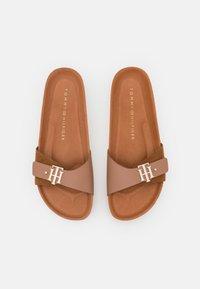 Tommy Hilfiger - MOLDED FOOTBED  - Sandaler - summer cognac - 4