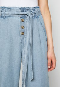 American Eagle - BUTTON FRONT PAPERBAG TAPER PANTS - Trousers - light blue - 4