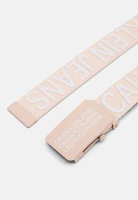 Calvin Klein Jeans - LOGO BELT UNISEX - Cintura - pink - 1