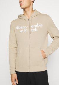Abercrombie & Fitch - TONAL TECH LOGO - Zip-up hoodie - tan - 5