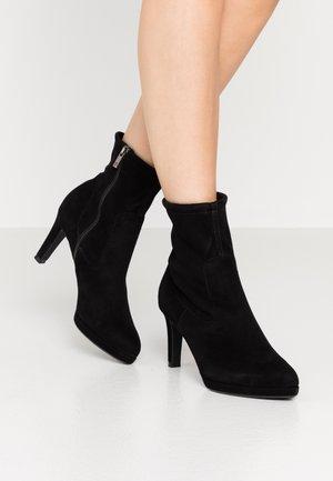 PAKUNA - High heeled ankle boots - schwarz