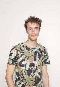 TOM TAILOR DENIM - Print T-shirt - green - 3