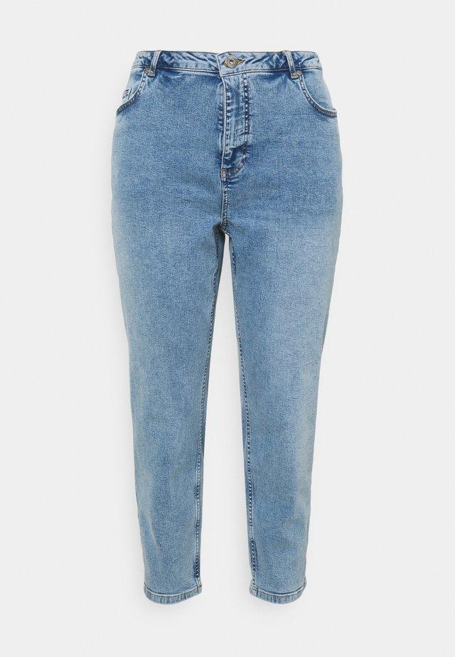 JTULLA MOM - Zúžené džíny - light blue denim