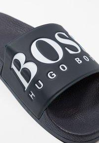 BOSS - SOLAR SLID LOGO - Mules - dark blue - 5