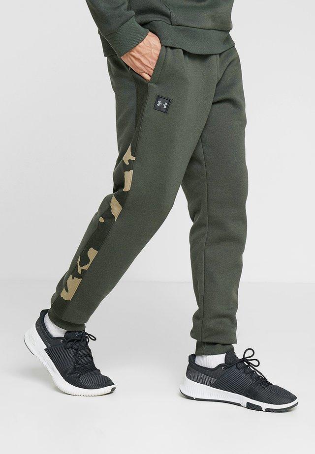 RIVAL PRINTED - Teplákové kalhoty - baroque green/black