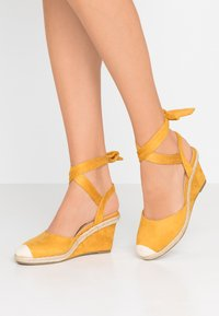 co wren - Wedges - mustard - 0