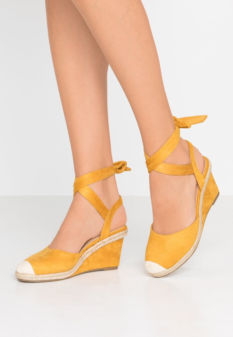 co wren - Wedges - mustard