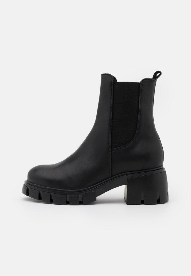 LINEA - Kotníkové boty na platformě - black garda