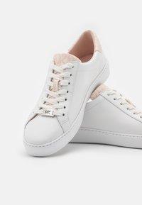 MICHAEL Michael Kors - IRVING LACE UP - Tenisky - optic white/soft pink - 6