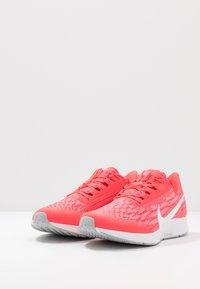 Nike Performance - AIR ZOOM PEGASUS 36 FLYEASE - Obuwie do biegania treningowe - laser crimson/white/light smoke grey/photon dust - 2