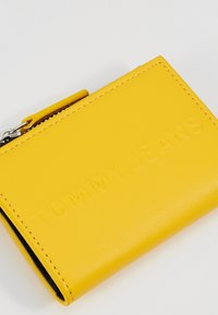 Tommy Jeans - BOLD COIN POCKET - Wallet - yellow - 2