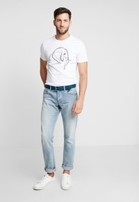 Pier One - T-shirt z nadrukiem - white - 1