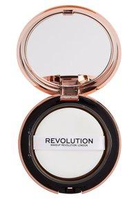 Make up Revolution - CONCEAL & DEFINE POWDER FOUNDATION - Foundation - p9.2 - 2