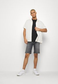 Tommy Jeans - SCANTON - Denim shorts - court - 1