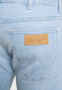Wrangler - BRYSON - Jeans slim fit - clear blue - 4