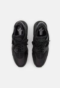 Nike Sportswear - AIR HUARACHE UNISEX - Trainers - black/anthracite - 5