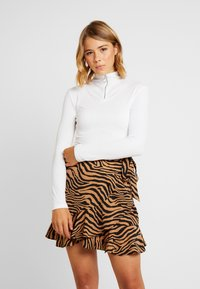 Missguided - O RING ZIP UP LONG SLEEVED - Long sleeved top - white - 0