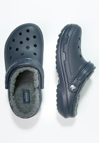 Crocs - CLASSIC LINED ROOMY FIT - Tresko - navy/charcoal - 1