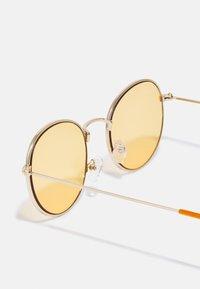 Pier One - UNISEX - Sunglasses - gold/orange - 2