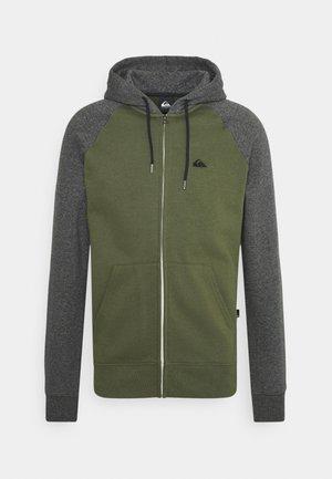 ESSENTIALS ZIP RAGLAN - Zip-up sweatshirt - four leaf clover