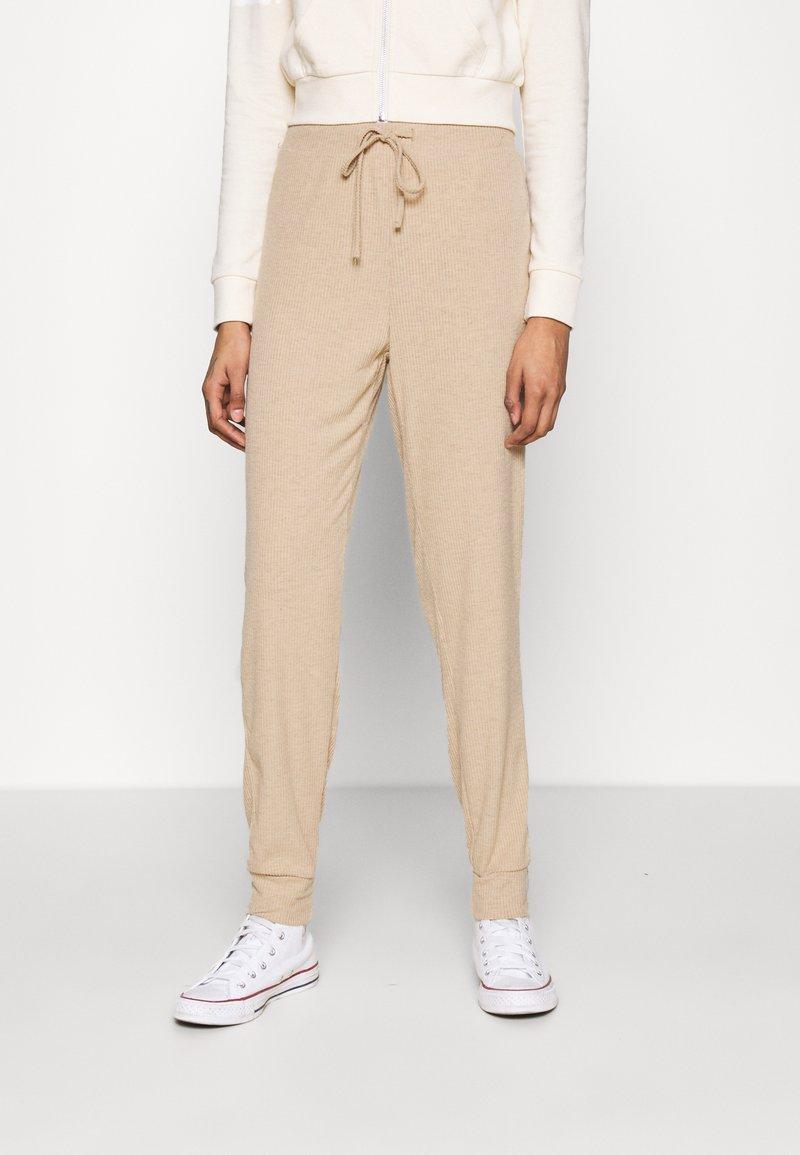 ONLY - ONLZOE LONG PANTS  - Tracksuit bottoms - beige