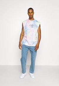 The Couture Club - TIE DYE SIGNATURE SEASON CUT OFF - Toppi - multi-coloured - 1