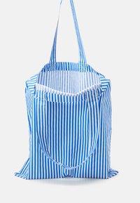 Mads Nørgaard - SOFT ATOMA - Tote bag - blue/white - 2